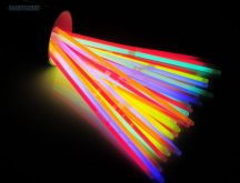 Világító karkötő 100 db vegyes színű