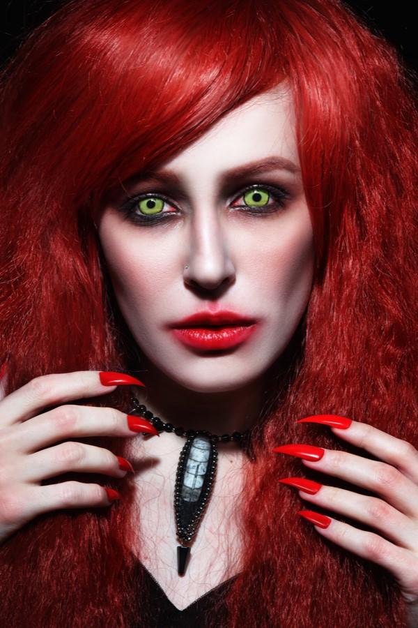 Dobd fel a halloweeni szetted is színes kontaktlencsével!
